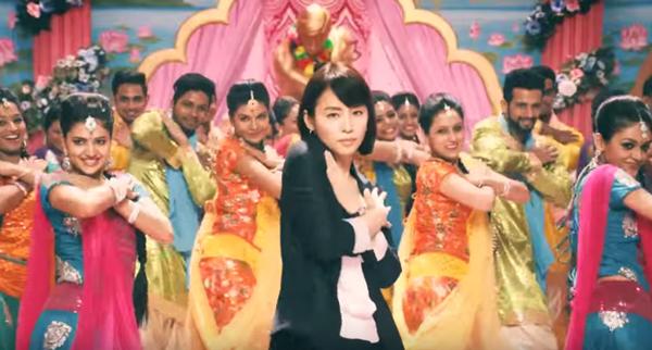 美しすぎる40代・石田ゆり子が踊りまくるCMが可愛い 「ほぐされたい!」【動画】