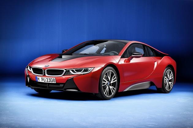 BMW、プロトニック・レッドで塗られた「i8」の限定モデルをジュネーブ・モーターショーで公開