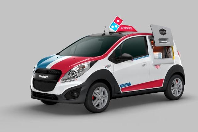 ドミノ・ピザ、シボレー「スパーク」をカスタマイズした配達車を発表