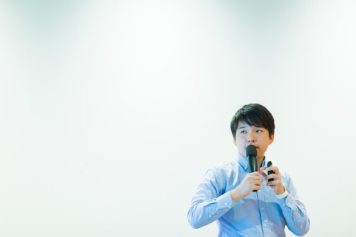 西村創一朗(にしむら・そういちろう)さん。株式会社HARES CEO 複業研究家/ランサーズ株式会社 タレント社員/BOOK LAB TOKYO CEO。1988年生まれ。19歳の頃に長男が誕生し、学生パパに。2009年よりNPO法人ファザーリングジャパンに参画、現在は最年少理事を務める。2015年に株式会社HARESを創業し、仕事、子育て、社外活動などパラレルキャリアの実践者として活動を続ける。現在は「週休4日」の働き方を実践中