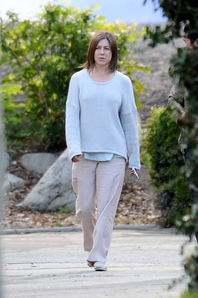 Actress Jennifer Aniston shows her natural beauty with no make up on the set of her new movie