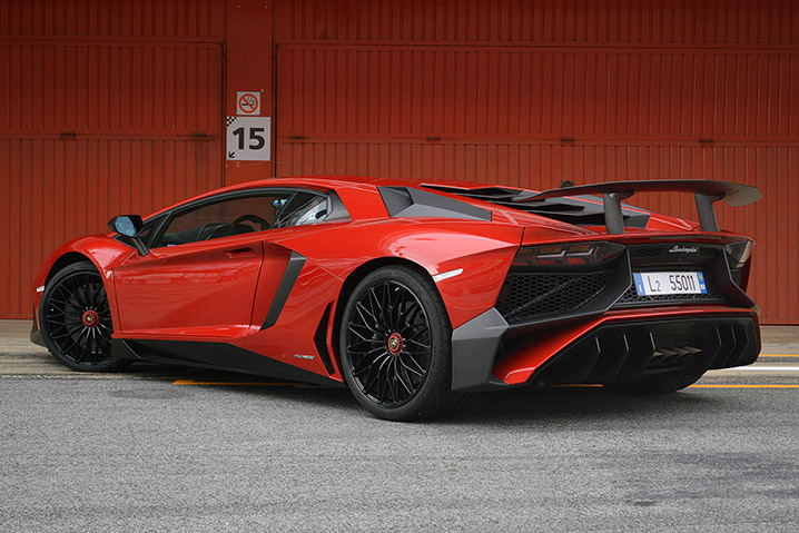 2016 lamborghini aventador lp 750 4 superveloce first drive w video autoblog. Black Bedroom Furniture Sets. Home Design Ideas
