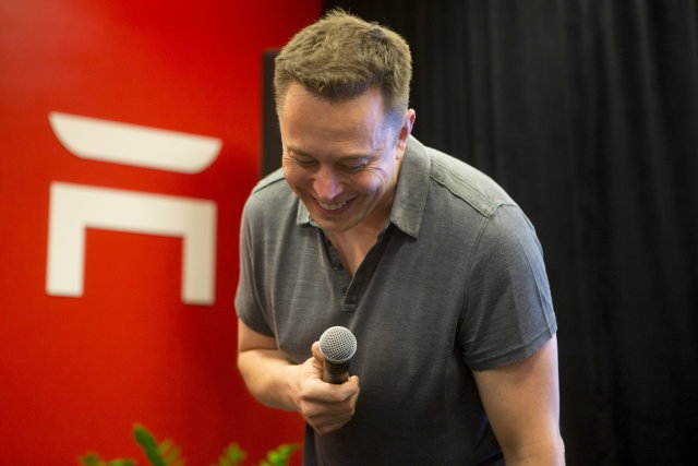 Tesla CEO Elon Musk speaks about new Autopilot features during a Tesla event in Palo Alto, California October 14, 2015. REUTERS/Beck Diefenbach