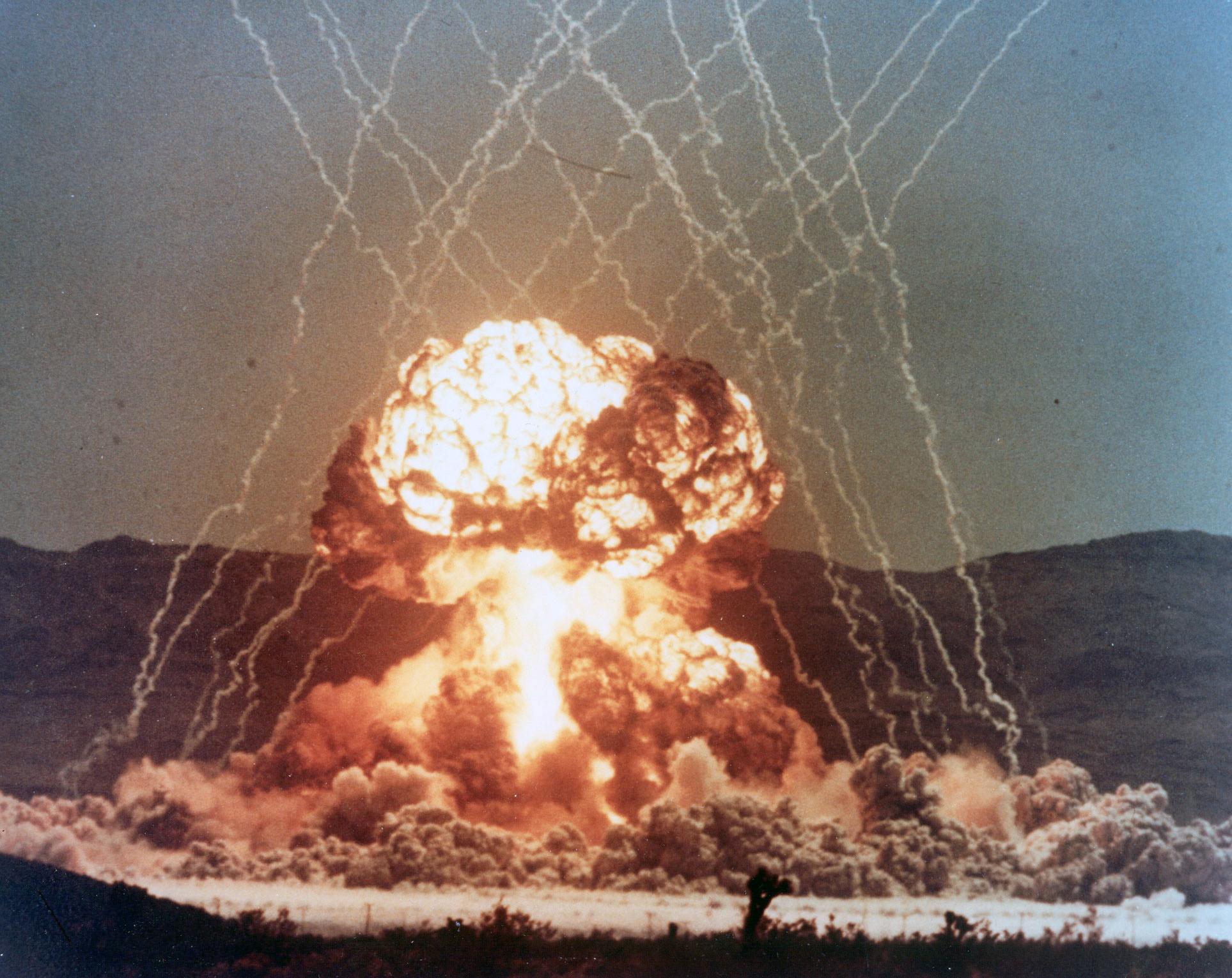 LLNL 把一小部份解密的核试爆视频放到了 YouTube 上