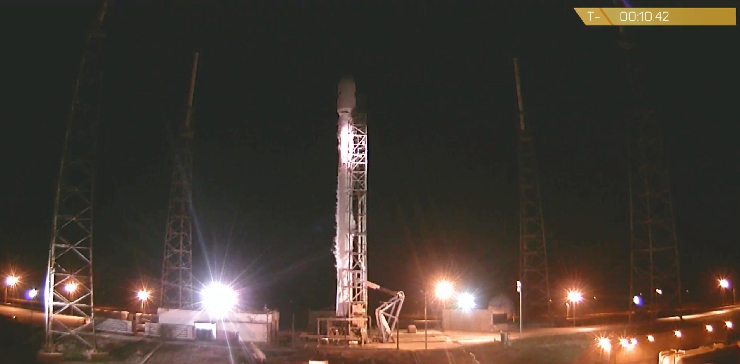 Space X vuelve a intentarlo con el Falcon 9 y su 'aterrizaje imposible'