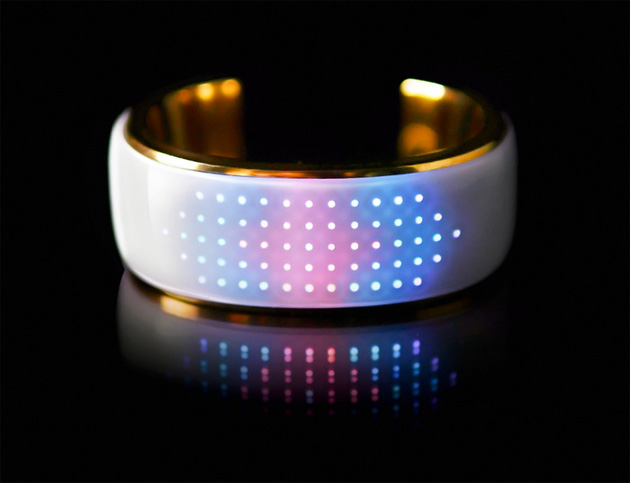 ?This Bluetooth bangle lights up to match your outfit, tells you when you miss a call