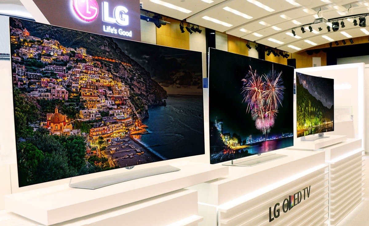 lg 39 s non curved 4k oled tvs are finally here. Black Bedroom Furniture Sets. Home Design Ideas