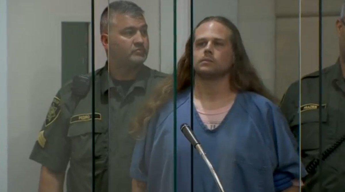 Hombre que insultó a musulmanes mata a dos en un tren — Portland