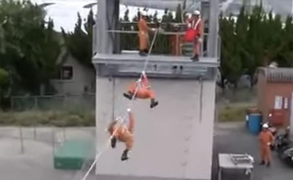 「日本の消防士はニンジャ!」 驚くべき消防訓練が海外でも話題に【動画】