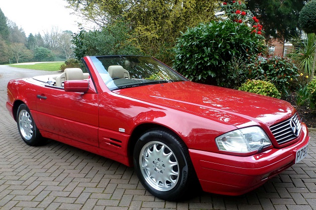 走行距離はわずか130km! ほぼ新車状態の1996年型メルセデス・ベンツ「SL500」がオークションに登場