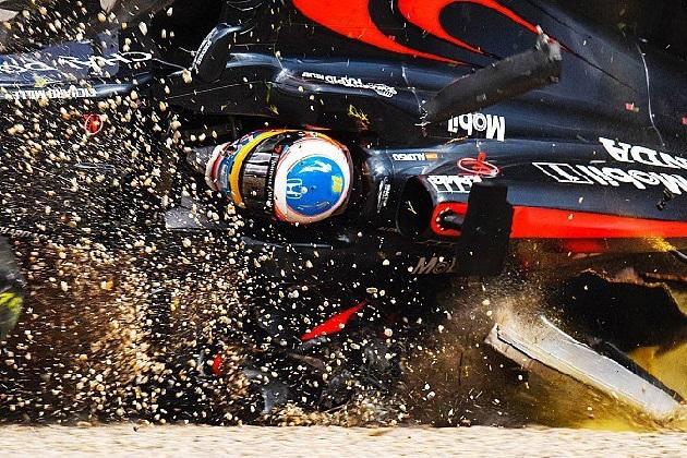 F1オーストラリアGPでクラッシュしたアロンソは、コクピット防護システムがあったら助からなかった可能性も