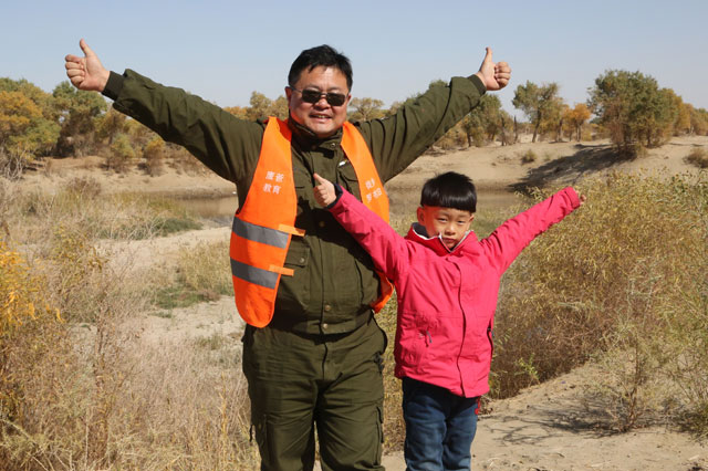 Ultimate pushy dad takes six-year-old son on 1,800-mile hike across 50C desert