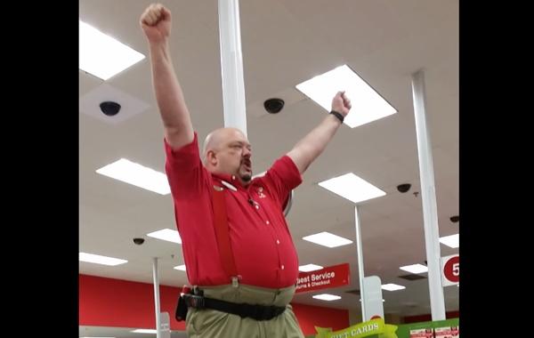 年に1度の特売セールに備えるアメリカのホームセンター店長によるスピーチが燃える