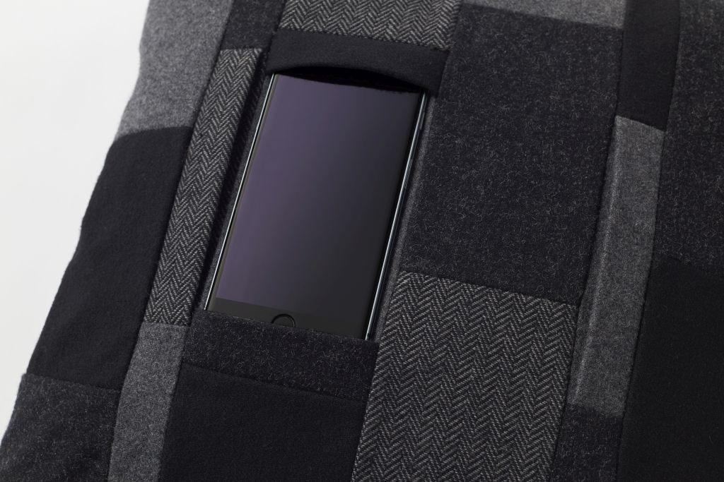 Mobile Cushion: Nendos Handy-Streich für Couchpotatos