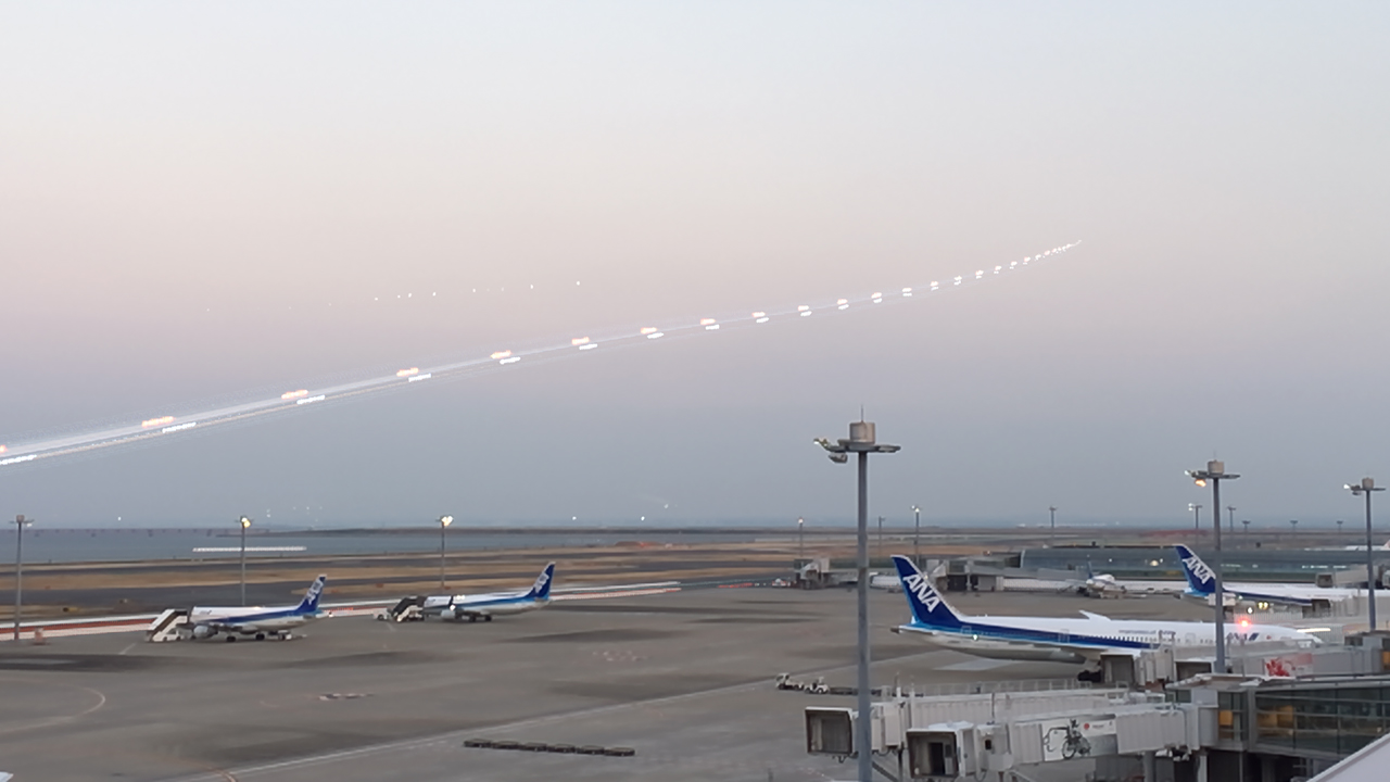 Slow Shutter Camで空港 その1