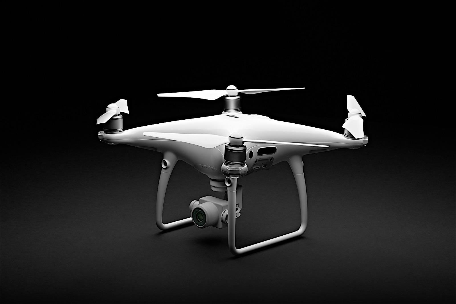 En China no se andan con rodeos: la policía derriba con rifles los drones