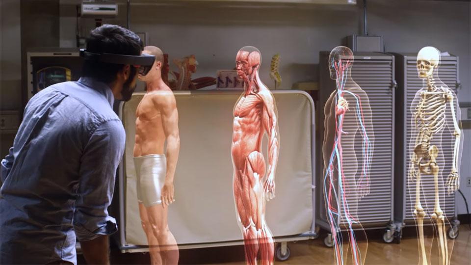 Microsoft HoloLens used to study human anatomy