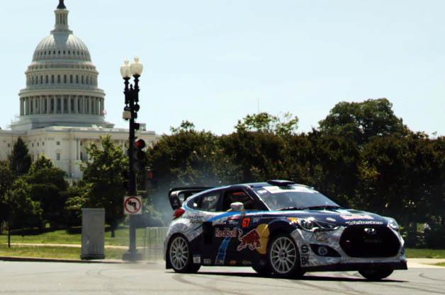 【ビデオ】米の有名ドリフター、リース・ミレンがワシントンの街中で豪快ドリフト!