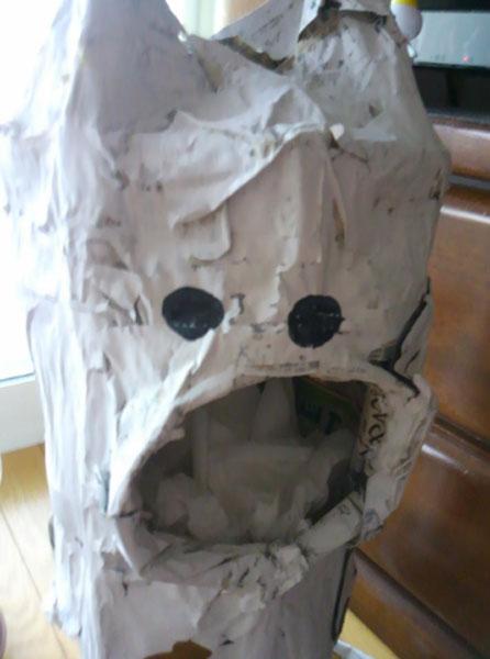 ユーザーが投稿した「小6の弟がつくったゴミ箱」の画像に「なにこの現代アートの最先端」