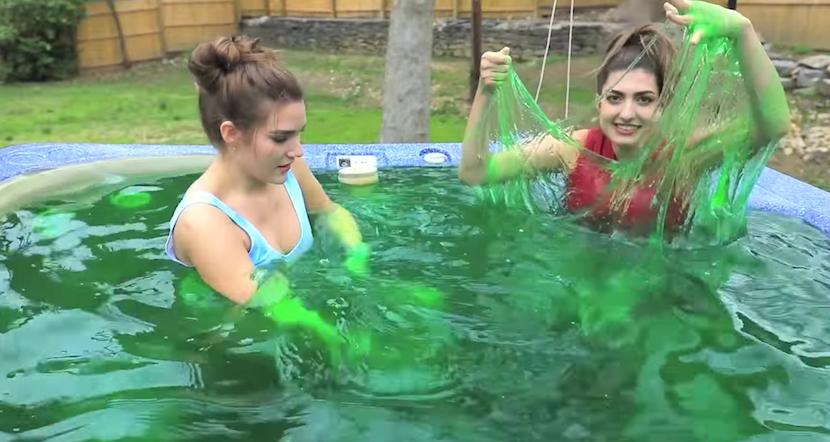 Klebrig: Im Whirlpool mit 2,5 Tonnen Spielzeugschleim