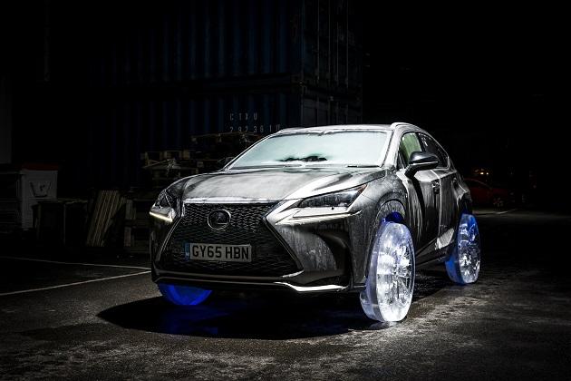 【ビデオ】レクサス「NX」に氷で作ったタイヤを装着して実際に走行!