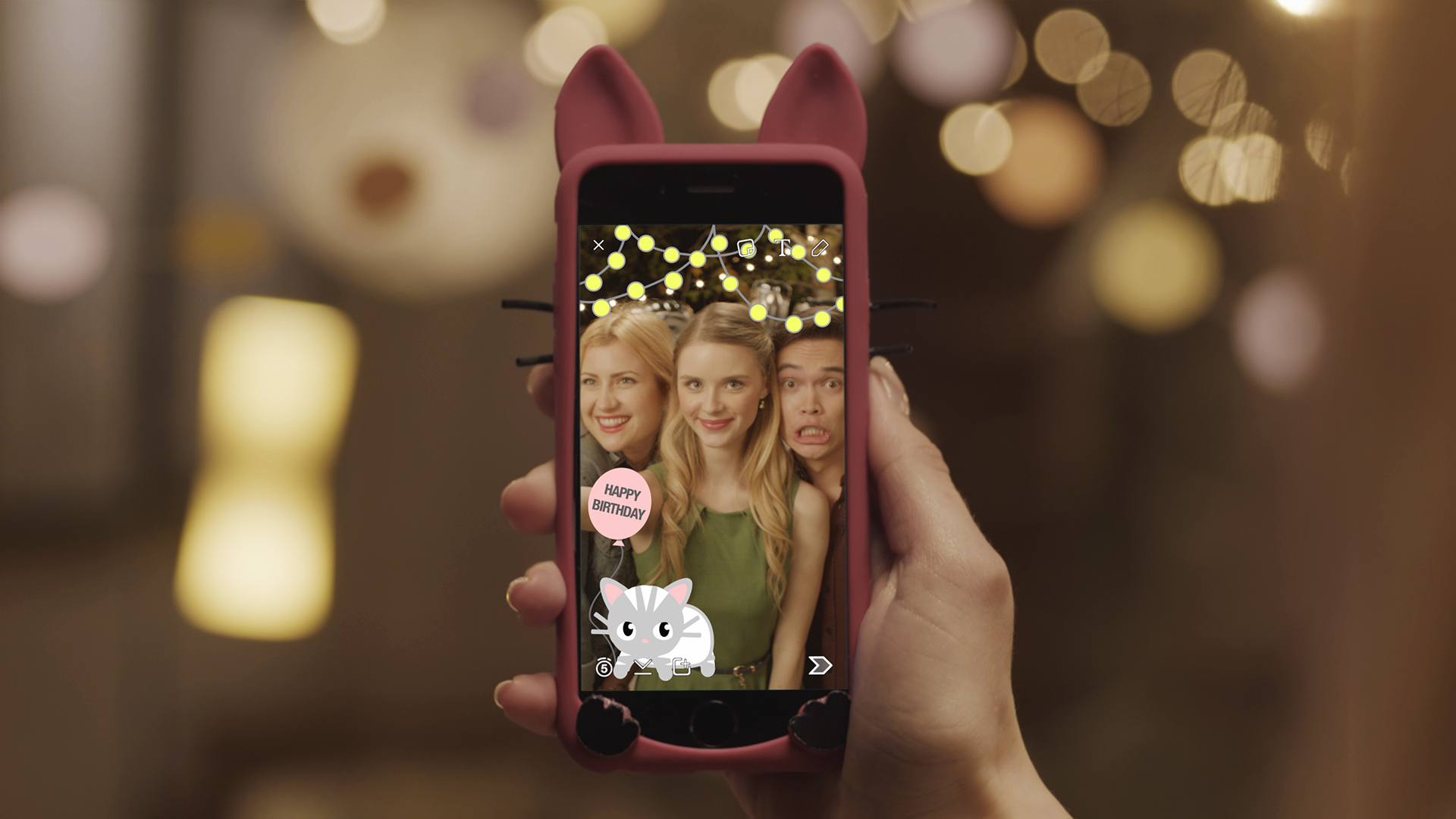 Snapchat wants its users to pay to make their own geofilters