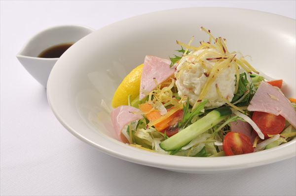 「なぜサラダが先に?」牛丼・松屋の提供方法について様々な憶測
