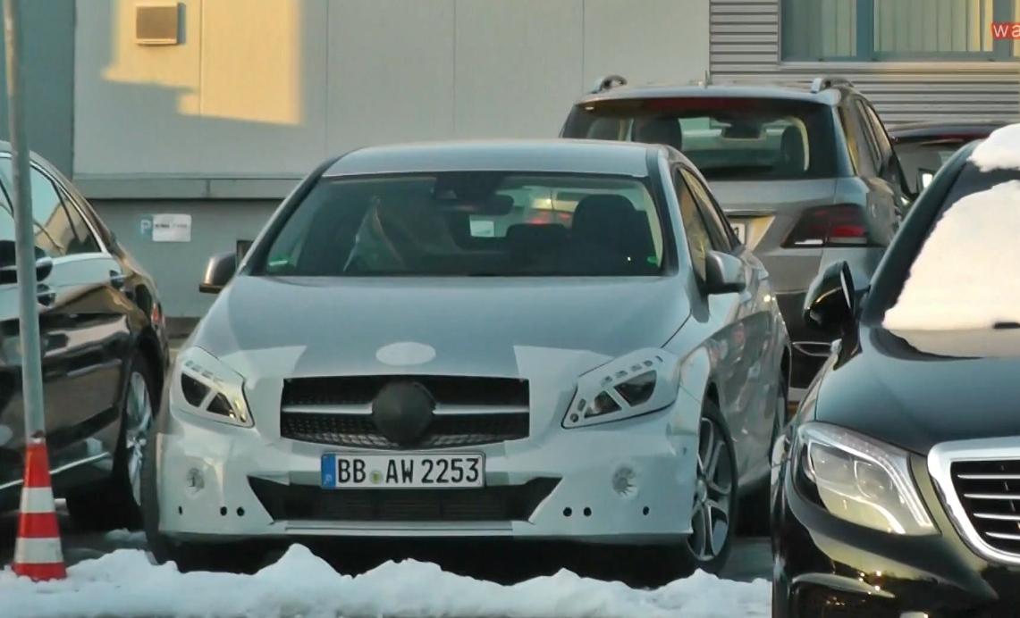 Erlkönig erwischt: Mercedes-Benz neue A-Klasse 2016