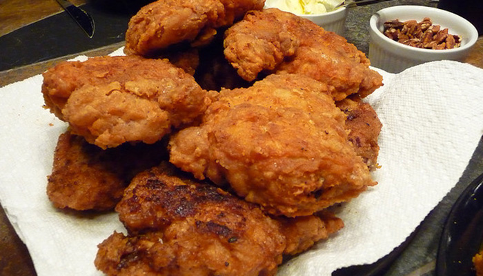 grossest things found in fast food, fried mice in popeyes chicken