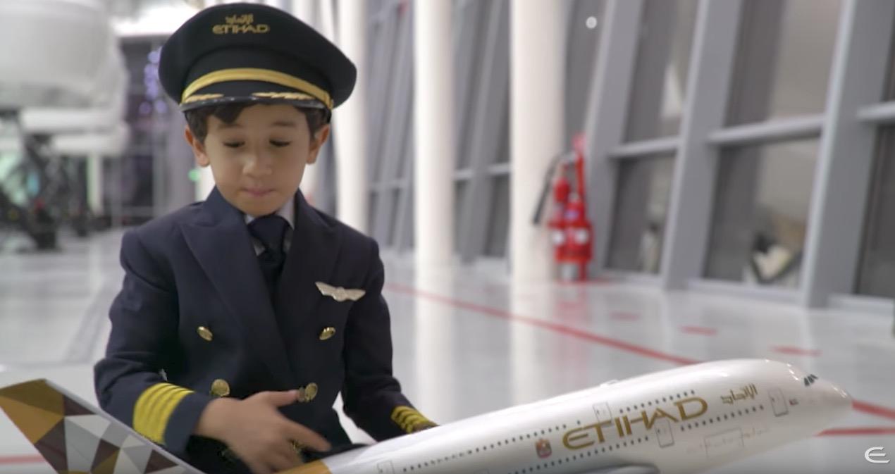 Este niño de 6 años podría ser perfectamente piloto de avión
