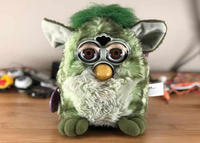 Furby conoce a Alexa y...