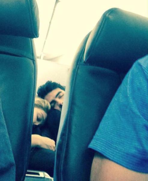 joe jonas gigi had sleep on plane