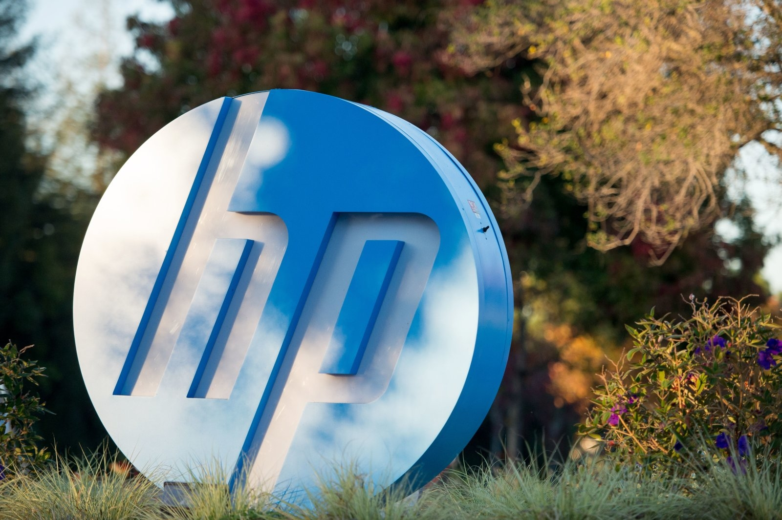The HP logo is seen on a sign at Hewlett Packard's headquarters in Palo Alto, California on November 4, 2016.  / AFP / JOSH EDELSON        (Photo credit should read JOSH EDELSON/AFP/Getty Images)