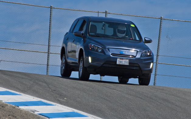 Rav4 EV enters the corkscrew at 2014 Refuel SportElectric TT