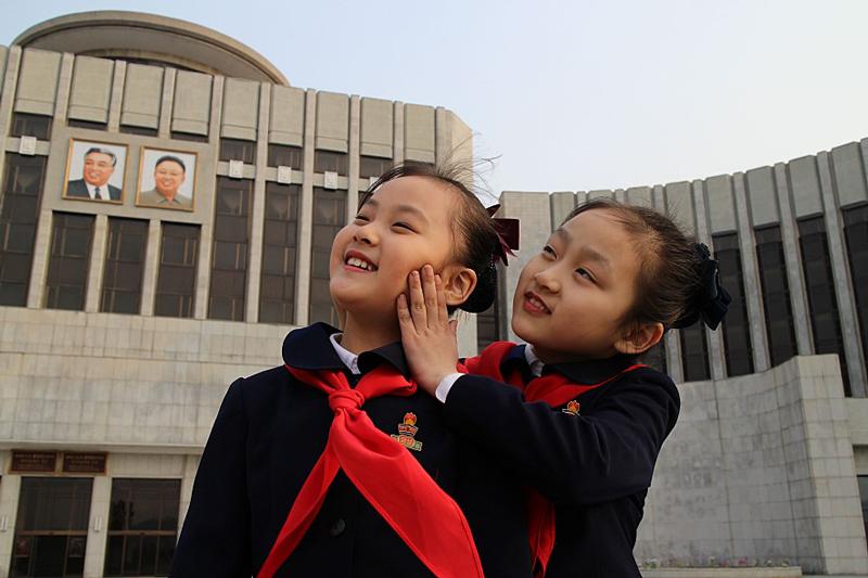 北朝鮮政府が演出した「庶民の日常生活」を暴く、ドキュメンタリー作『太陽の下で 真実の北朝鮮』予告解禁