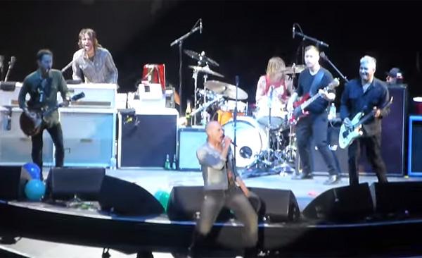 ヴァン・ヘイレン、デイヴィッド・リー・ロスがツルツル頭!世界中のロックファンが騒然