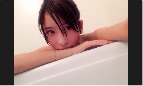美人すぎるキャディー・藤田美里がネット上で大人気 「ホントに可愛い」「ガチ美脚」