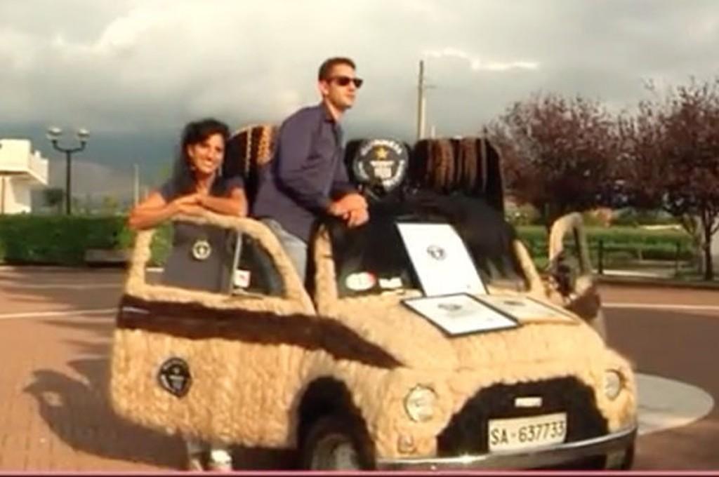 Maria Mugno, hairiest car, haarigste Auto, Fiat 500, Guinness World Record, Guinness Weltrekord, funny, komisch, witzig, lustig
