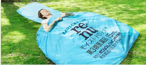 ソフトコンタクトレンズのレニューの「200センチ大、巨大目薬型寝袋」がスゴすぎ
