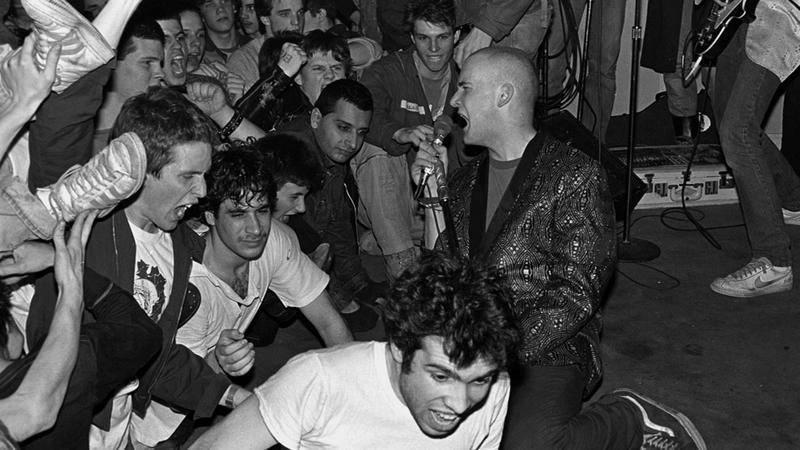 80年代D.C.パンクに迫る音楽ドキュメンタリー『サラダデイズ-SALAD DAYS-』よりフガジのライブを収めた本編映像公開