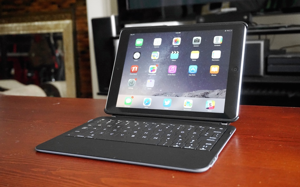 Ryan Seacrest's iPad keyboard is surprisingly good, but expensive