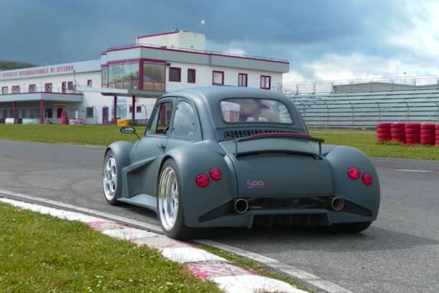 【ビデオ】クラシックな「フィアット500」にランボルギーニのV型12気筒エンジンを搭載!