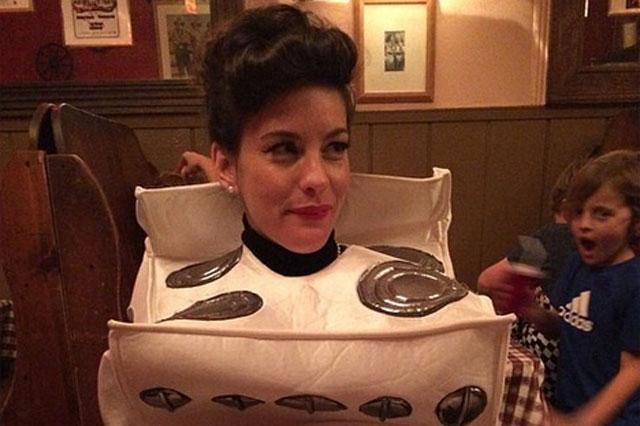 liv tyler pregnant halloween costume