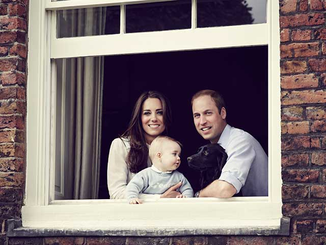 Kate Middleton, Prince William and Prince George in cute 'thank you' card picture