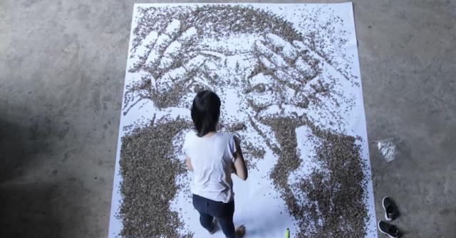 Große Kunst: Ai-WeiWei-Portrait aus 20.000 Sonnenblumenkernen
