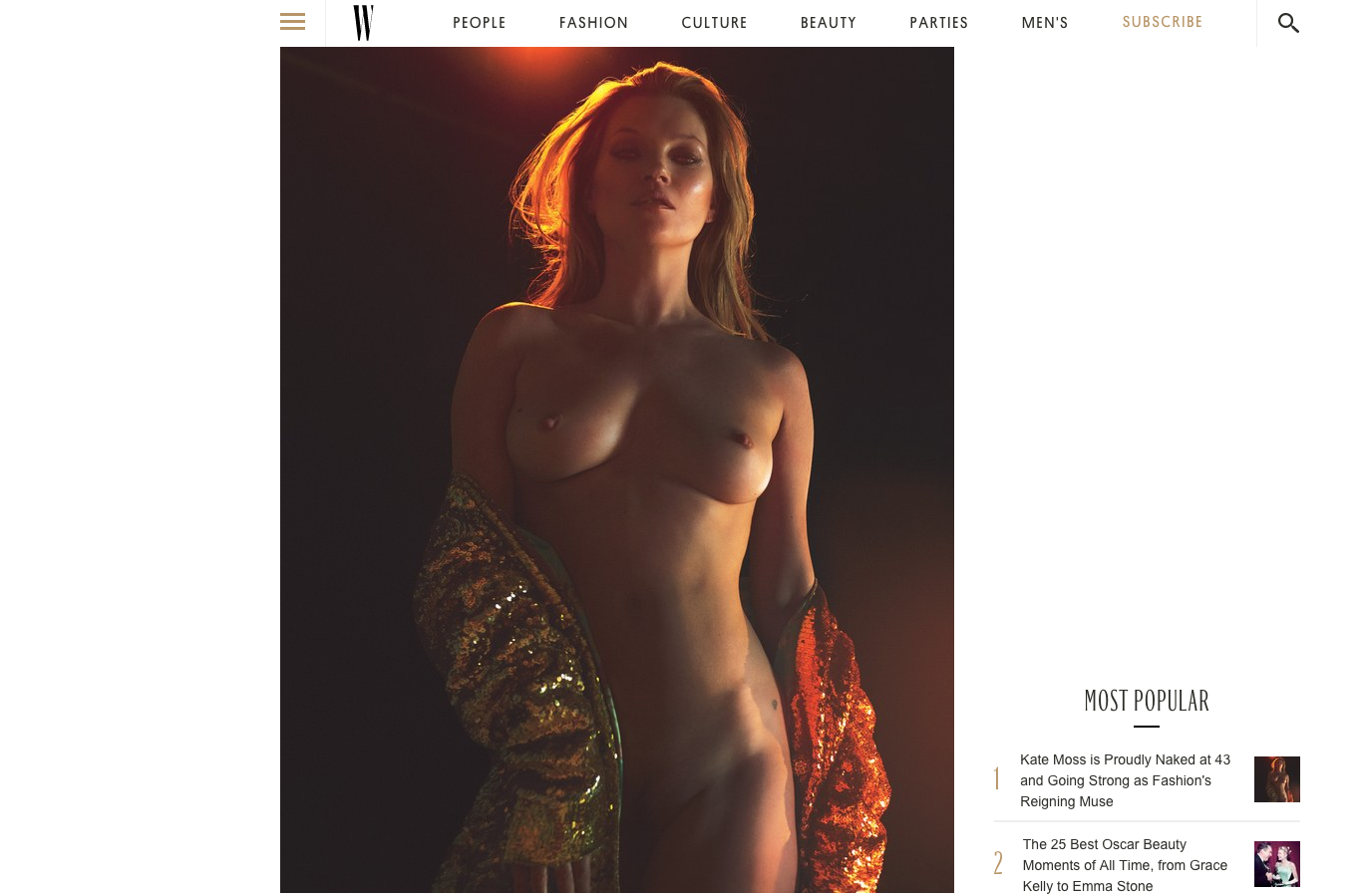 Femme nue entièrement frontale