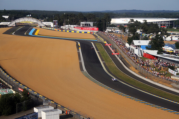 The run up to The Dunlop Bridge at Le Mans.