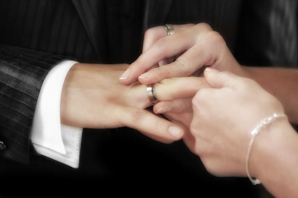 妻夫木聡は直筆FAX、TOKIO国分はファンクラブ会員へ手紙・・・多様化する芸能人の「結婚発表の方法」