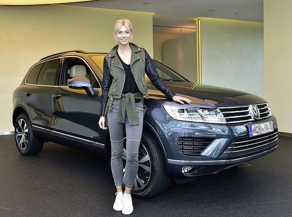 Model- und TV-Star Lena Gercke bei der Uebergabe ihres neuen Volkswagen Touareg in der Autostadt in Wolfsburg
