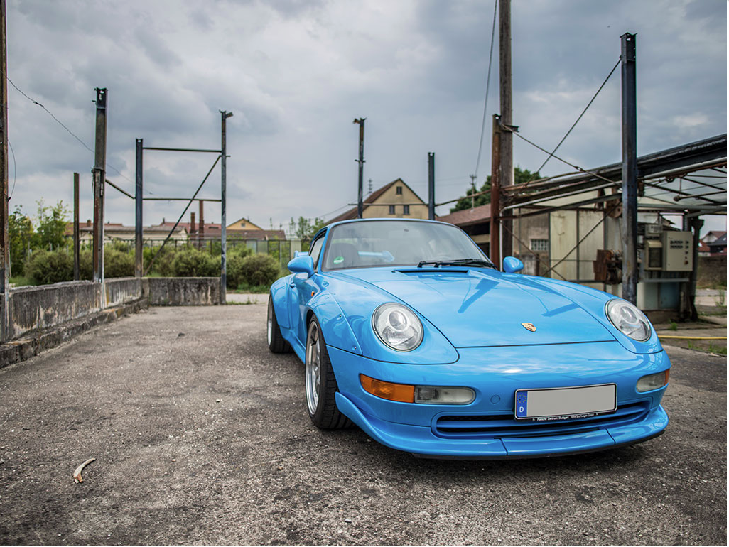 riviera blue 1995 porsche 911 gt2 sells for 1 848 000 aol uk cars. Black Bedroom Furniture Sets. Home Design Ideas